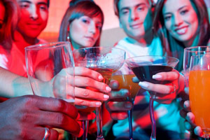 Вечеринки с друзьями раскрепощают человека