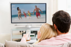 Просмотр телевизора опасен для семейных отношений