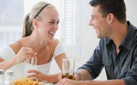 Совместное проживание добавляет женщинам лишних килограммов, в то время как мужчины избавляются от них