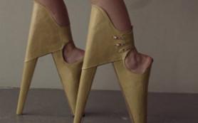 «Страшно красивые» туфли пугают высотой каблука