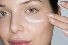 Как выбрать крем для глаз, и нужен ли он вообще?