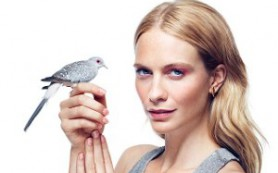 Маникюр с перьями птиц стал новым модным трендом