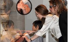У Анджелины Джоли новое обручальное кольцо
