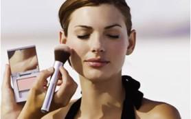 За и против декоративной косметики