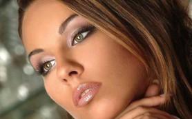 Ошибки макияжа, которые женщины обычно совершают, готовясь к вечеринке