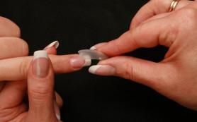 Снимаем наращенные ногти, не выходя из дома