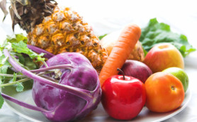 Употребление ярких овощей и фруктов придают коже приятный оттенок