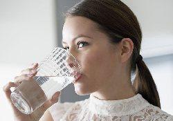 Два стакана воды в день помогут снизить вес