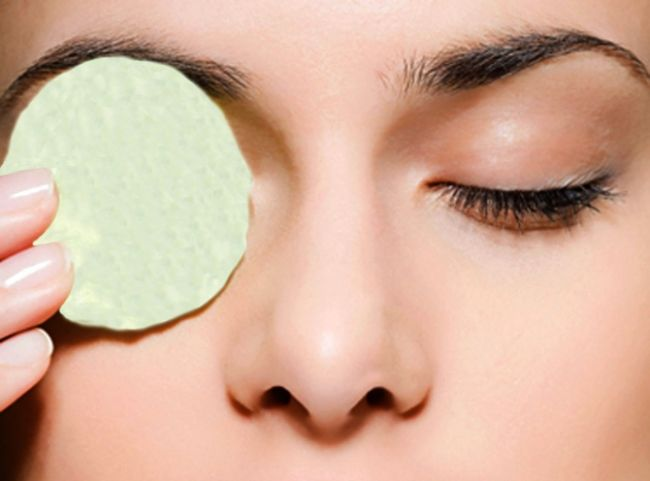 Алоэ поможет в уходе за кожей вокруг глаз