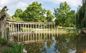 Парк Монсо в Париже