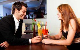 Опыт серьёзных отношений помогает мужчинам правильно распознавать женские сигналы интереса или отказа