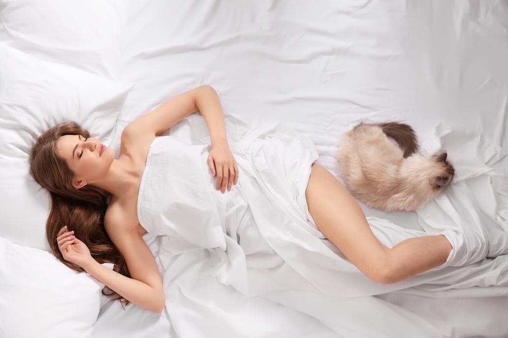 Почему стоит спать голой: 7 неожиданных причин