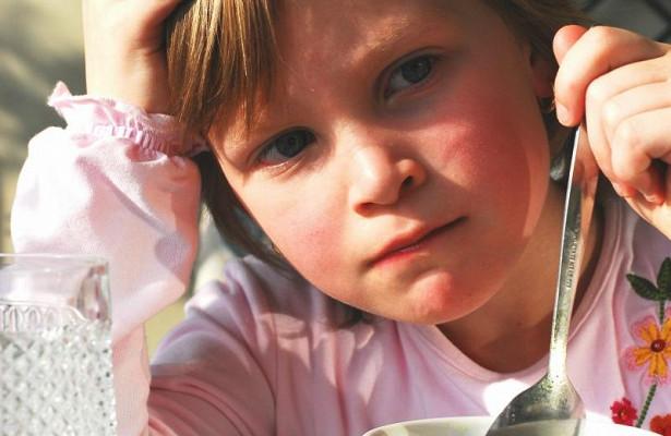 Пять симптомов анорексии у ребенка