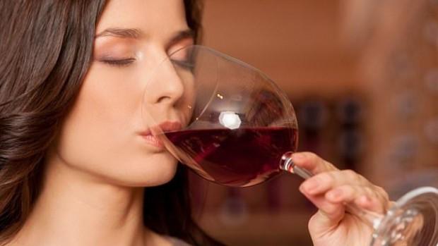 Менструальный цикл влияет на склонность к употреблению алкоголя