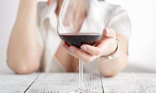 Женщинам с раком груди разрешили два бокала вина в неделю
