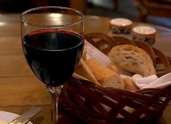 Как красное вино борется с лишним весом
