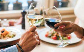 Десять бокалов вина в неделю могут сократить жизнь на два года