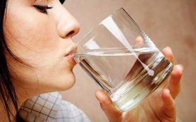 Врачи рассказали, как пить воду утром, чтобы ускорить похудение