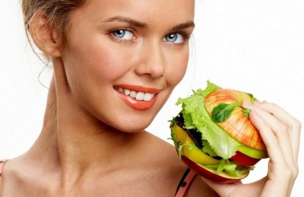 «Чистое» питание: почему диеты не помогут избавиться от прыщей