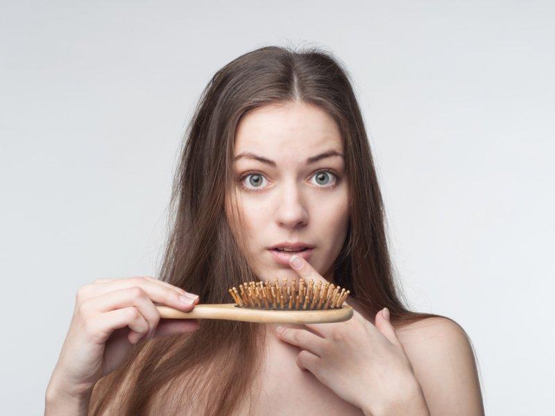 Как в домашних условиях бороться с выпадением волос