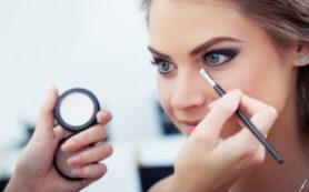 Благодаря макияжу женщины становятся умнее