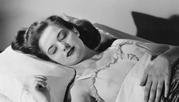Почему нельзя спать в бюстгальтере