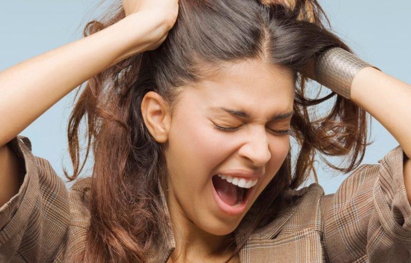 Что делать, если кожа головы сухая и появилась перхоть?