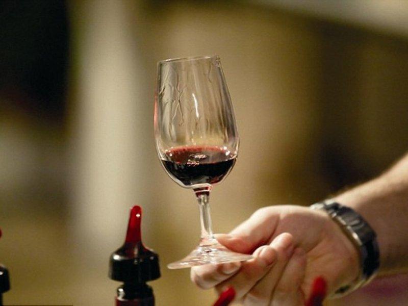 Любители красного вина реже попадают в больницы