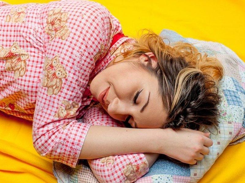4 приема, помогающие худеть во сне
