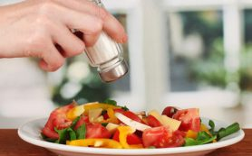 Гарвардские ученые: соль может способствовать похудению
