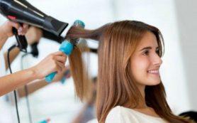 Врач поделилась тонкостями летнего ухода за волосами