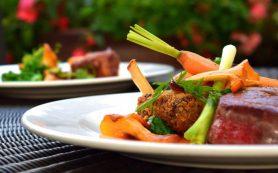 Медики назвали особенности питания летом