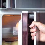 Кефир, каши, сухофрукты: диетолог назвала продукты, которые можно есть перед сном