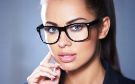 5 советов по макияжу для тех, кто носит очки