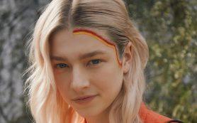 Double stripes: необычный макияж Хантер Шефер на ланче Ralph Lauren