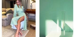 Облегающее платье Риты Оры в мятном оттенке