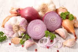 В чем польза лука и чеснока для здоровья
