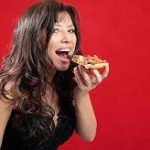 Соленая еда вредит красоте и здоровью: мнение диетолога