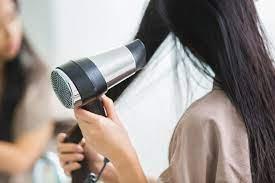 Все наоборот: как на самом деле следует сушить волосы