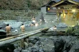 Голые и в одном бассейне: как парились мужчины и женщины в бане сэнто